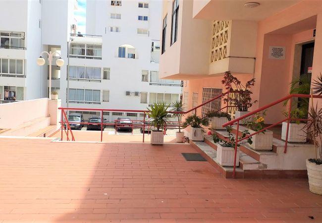 Apartamento em Quarteira - T1 Pátio A Santo AR COND&ESTACIONAMENTO 30METROS