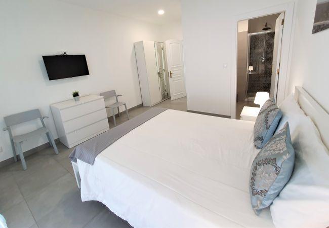 Apartamento em Quarteira - T1 Lote Novo 50m Praia SUITE 4pax